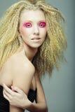 白肤金发与粉红色组成 免版税库存照片