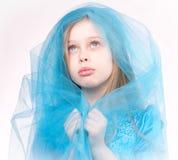 白肤金发儿童女孩纵向祈祷 库存图片