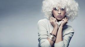 白肤金发有吸引力的秀丽 免版税库存照片