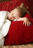 白肤金发男孩休眠 免版税库存图片