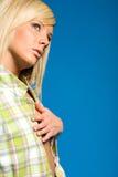 白肤金发的便衣时兴的女孩 免版税库存图片