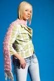 白肤金发的便衣时兴的女孩 免版税库存照片