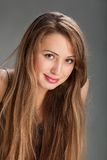 白肤金发的俏丽的妇女年轻人 图库摄影