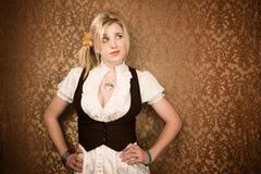 白肤金发的俏丽的妇女年轻人 库存照片
