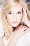 白肤金发的俏丽的妇女 免版税图库摄影