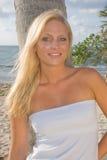 白肤金发的俏丽的妇女 图库摄影