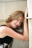 白肤金发的俏丽的妇女 免版税库存照片