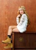 白肤金发的儿童女孩减速火箭的70s 免版税库存照片