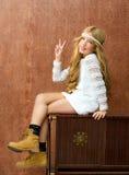 白肤金发的儿童女孩减速火箭的70s 库存图片