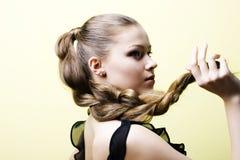 白肤金发的典雅的女孩年轻人 库存照片