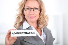 白肤金发的办公室工作者 免版税库存照片