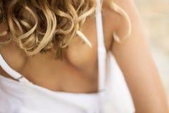 白肤金发的卷毛 免版税库存照片