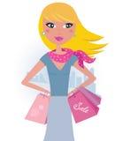 白肤金发的城市女孩粉红色顾客购物 免版税库存照片