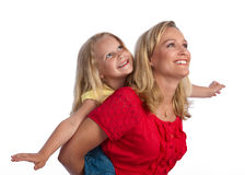 白肤金发的女儿愉快的母亲 免版税库存图片