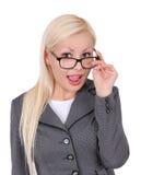 白肤金发的女商人纵向玻璃的 免版税库存图片
