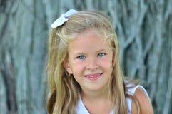 白肤金发的女孩一点 图库摄影