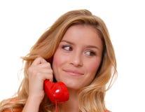 白肤金发的女孩可爱的电话 免版税库存照片