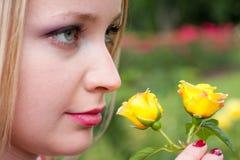 白肤金发的女孩气味 库存图片
