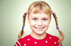 白肤金发的女孩特写镜头纵向有猪尾的 免版税库存图片