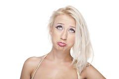 白肤金发的女孩翻倒 免版税库存图片