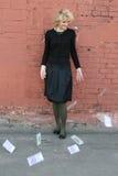 白肤金发的女孩货币 免版税库存照片
