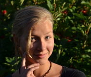 白肤金发的女孩晴朗的画象  库存图片