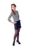 年轻白肤金发的妇女佩带的镶边T恤杉和短裤与hig 免版税图库摄影