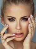 白肤金发的妇女秀丽画象有魅力构成的 免版税库存照片