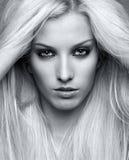 白肤金发的妇女年轻人 免版税库存图片