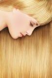 白肤金发的妇女-美丽的头发 库存图片
