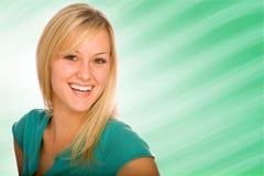 白肤金发的巨大俏丽的微笑 免版税库存图片