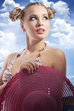 白肤金发的帽子夏天妇女 免版税库存图片
