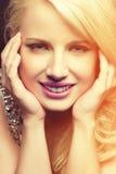 白肤金发的微笑的妇女 库存照片
