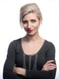 白肤金发的微笑的妇女 免版税库存图片