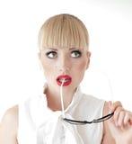 白肤金发的性感的女商人想法的画象  免版税库存照片