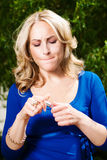 白肤金发的性感的妇女年轻人 免版税库存图片
