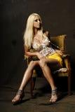 白肤金发的性感的妇女 免版税图库摄影