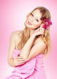 白肤金发的愉快的照片妇女年轻人 免版税库存图片