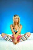 白肤金发的执行的性感的妇女年轻人 图库摄影
