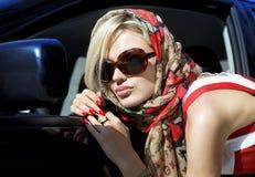 白肤金发的方式妇女 免版税库存照片