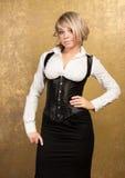 白肤金发的束腰性感的裙子妇女 免版税库存照片