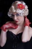 白肤金发的束腰手套红色妇女 免版税库存图片