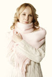 白肤金发的桃红色围巾 图库摄影