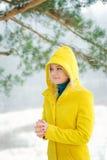 白肤金发的森林冬天妇女 免版税库存图片