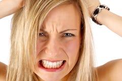 白肤金发的沮丧的头发她撕毁 库存图片