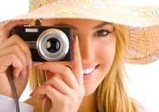 白肤金发的照相机女孩纵向 免版税库存照片