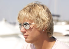 白肤金发的玻璃人星期日 免版税库存图片