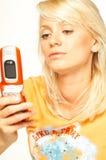 白肤金发的电池女孩电话 免版税库存图片