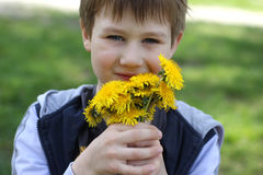 白肤金发的男孩纵向 免版税库存图片