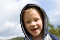 白肤金发的男孩画象  免版税图库摄影